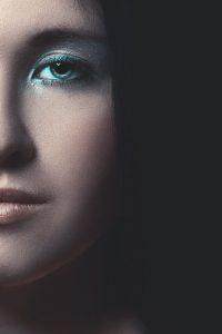 dans le maquillage les sourcils